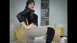 Hijab Girl Muna Twerk Cam