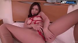 Maki Mizusawa gives warm Japanese blowjob